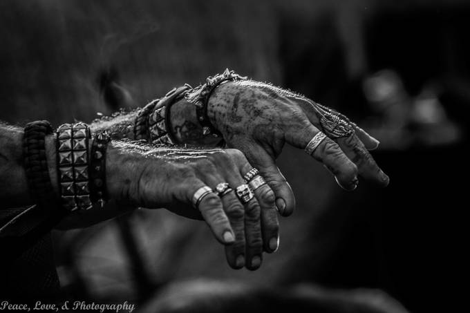 _MG_7680 by rhondamummert - Shooting Hands Photo Contest