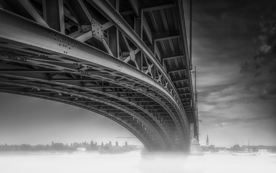 The bridge Theodor-Heuss-Brücke in Mainz, Germany