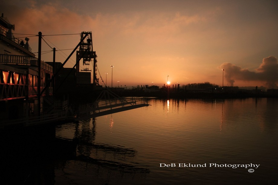 A VERY BEAUTIFUL EVENING TO TAKE SOME PORT PHOTO'S...