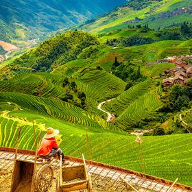 The Longji Rice Terraces (a.k.a. the Longsheng Rice Terraces) near the city of Guilin are considered to be the most beautiful rice terraces in Ch...