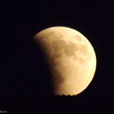 Rising SuperMoon Eclipse