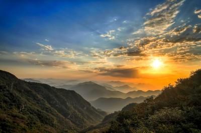 Sunrise Over Mountain Vista