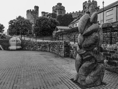 Mussel sculpture and castle