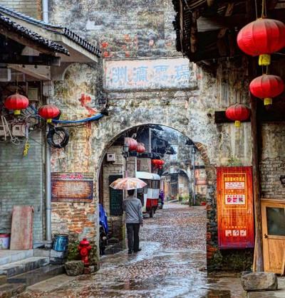 Rainy Walk in Daxu