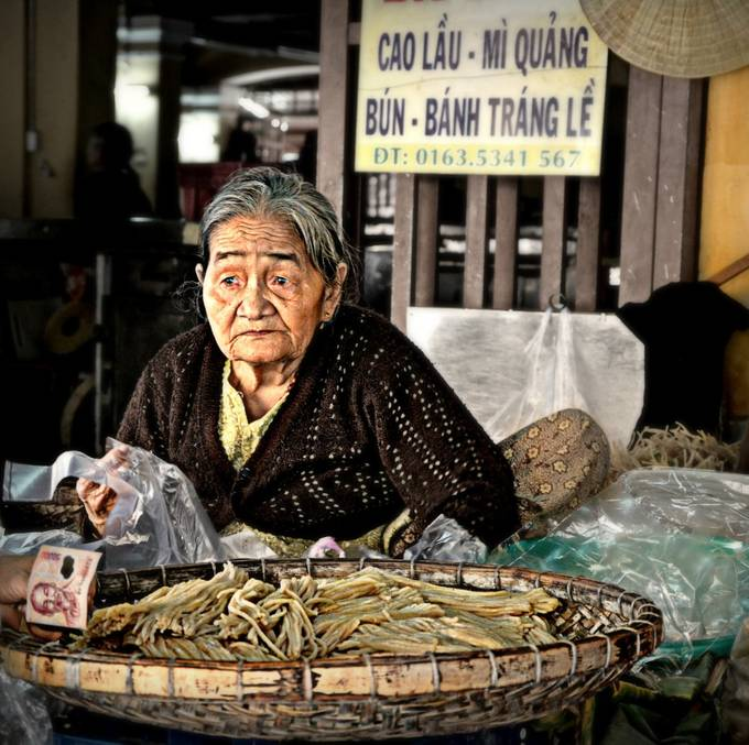 cao lau by jojoxena - Food Markets Photo Contest