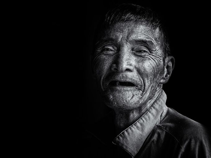 An old man by SylvainMarcelle - Dramatic Portraits Photo Contest