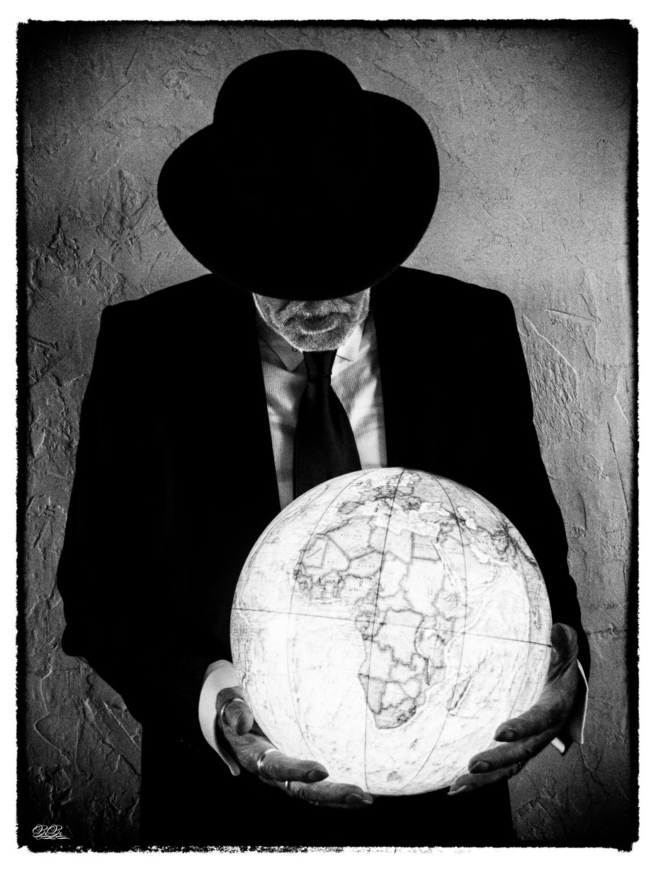 Man with the world in his hands by Mikey_BiBi - Selfies In Black and White Photo Contest