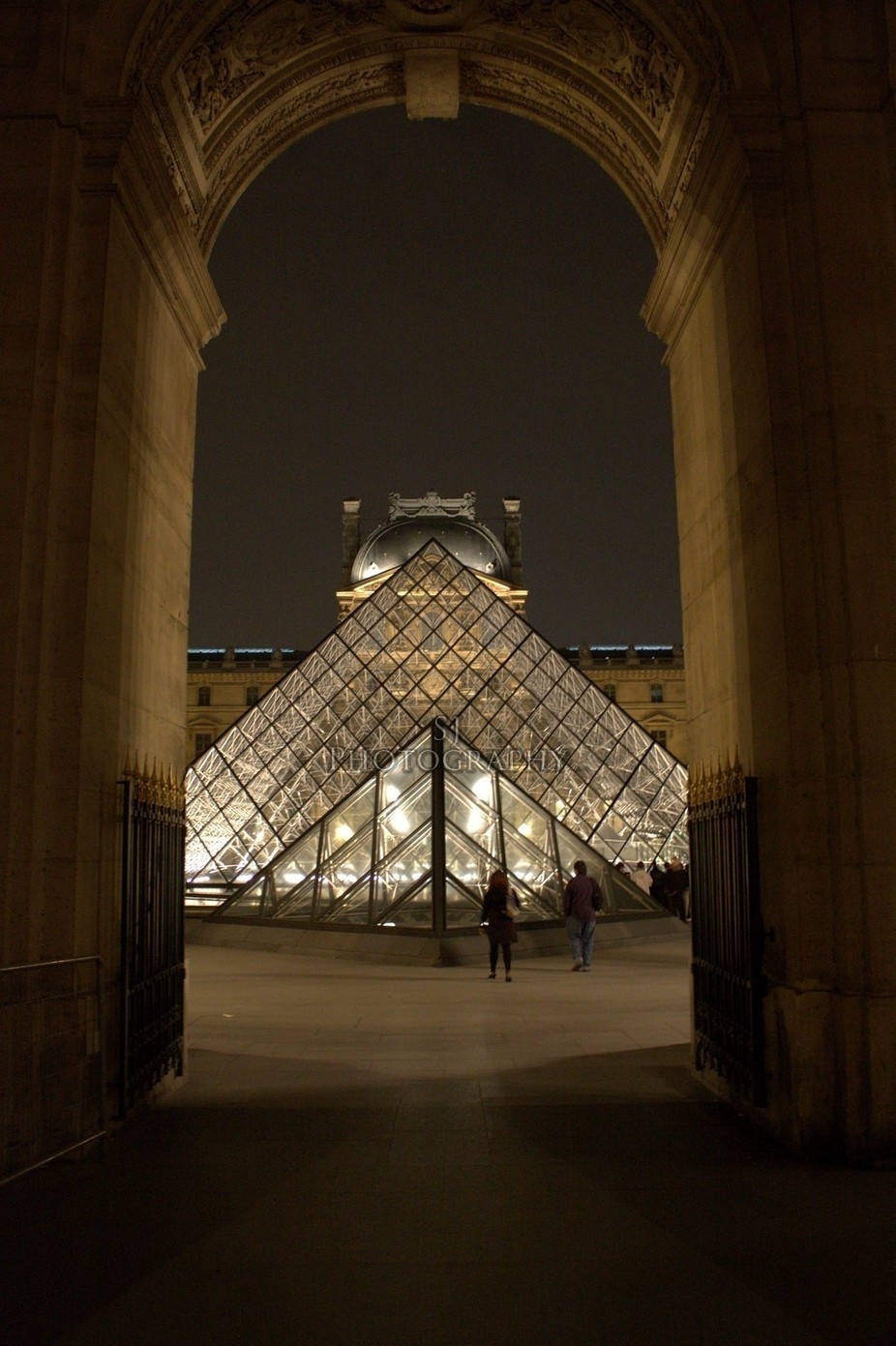 Through by shaunbotha - Paris Photo Contest