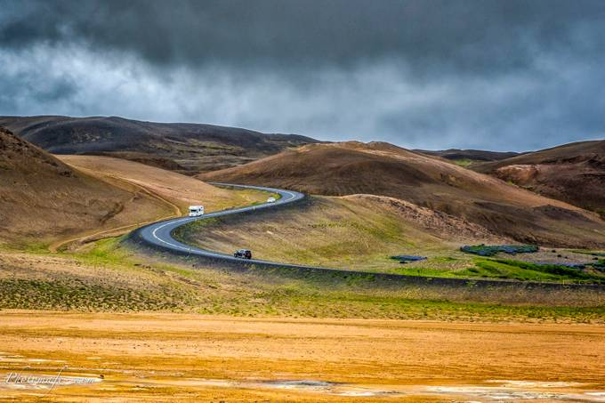 Route d'Islande by mafe - Composing with Curves Photo Contest