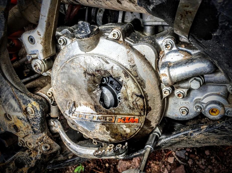 Broken clutch cover