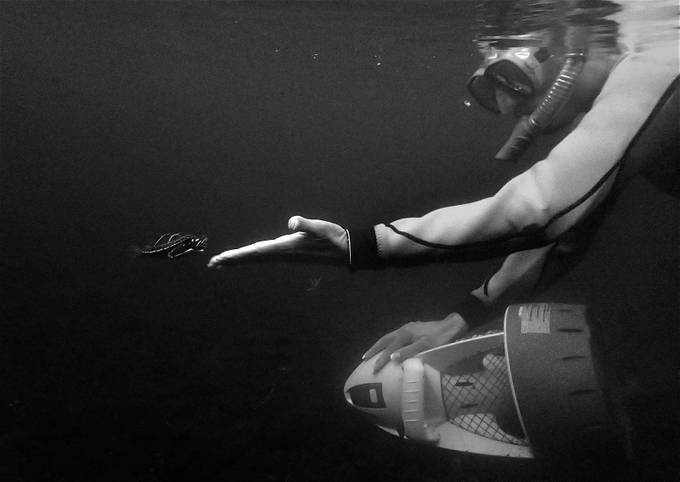 Give Me 5 (B&W) by MitchellWentzell - Shooting Hands Photo Contest