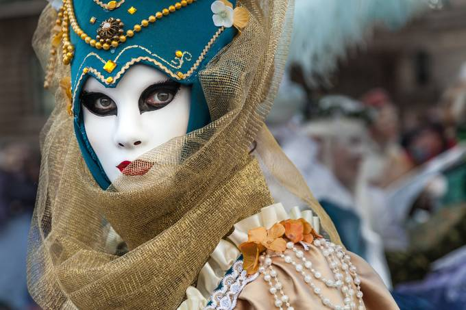 Looking at Me, Looking at You by bitterer - 350 Carnivals Photo Contest