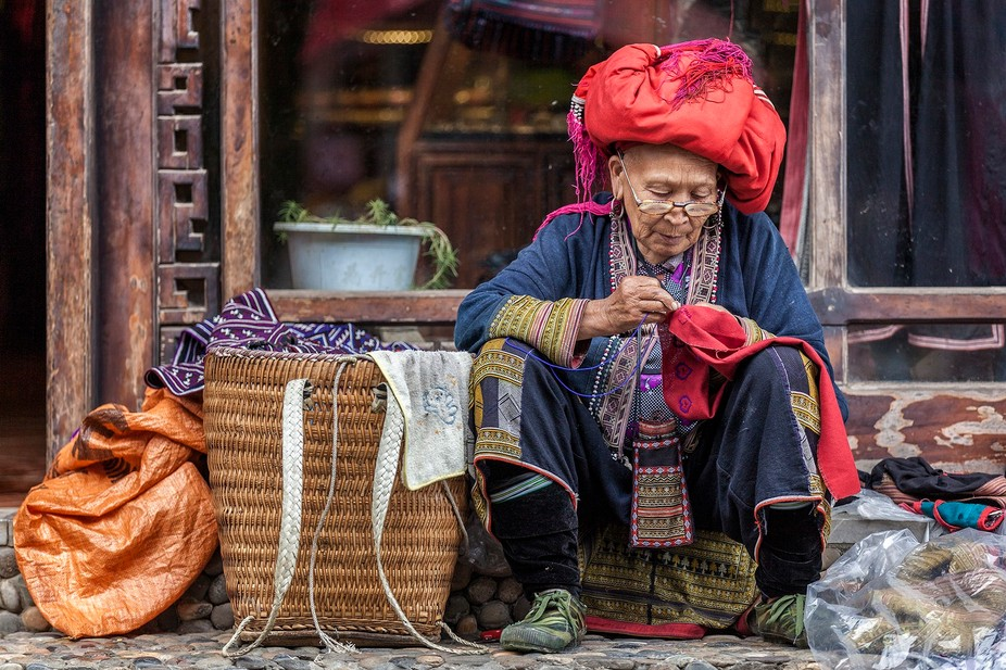 Red Dzao woman plying her trade on the streets of Sapa. Lào Cai Province, Northern Vietnam.