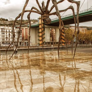This 9 metre tall spider sculpture named Maman is outside the Guggenheim museum in Bilbao, Spain. constructed of Bronze, Stainless steel and marble. The marble takes the form of eggs contained in its abdomen.