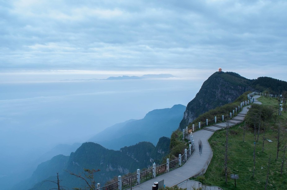 At the top of Mt. Emei, you're surrounded by cloud sea everywhere.