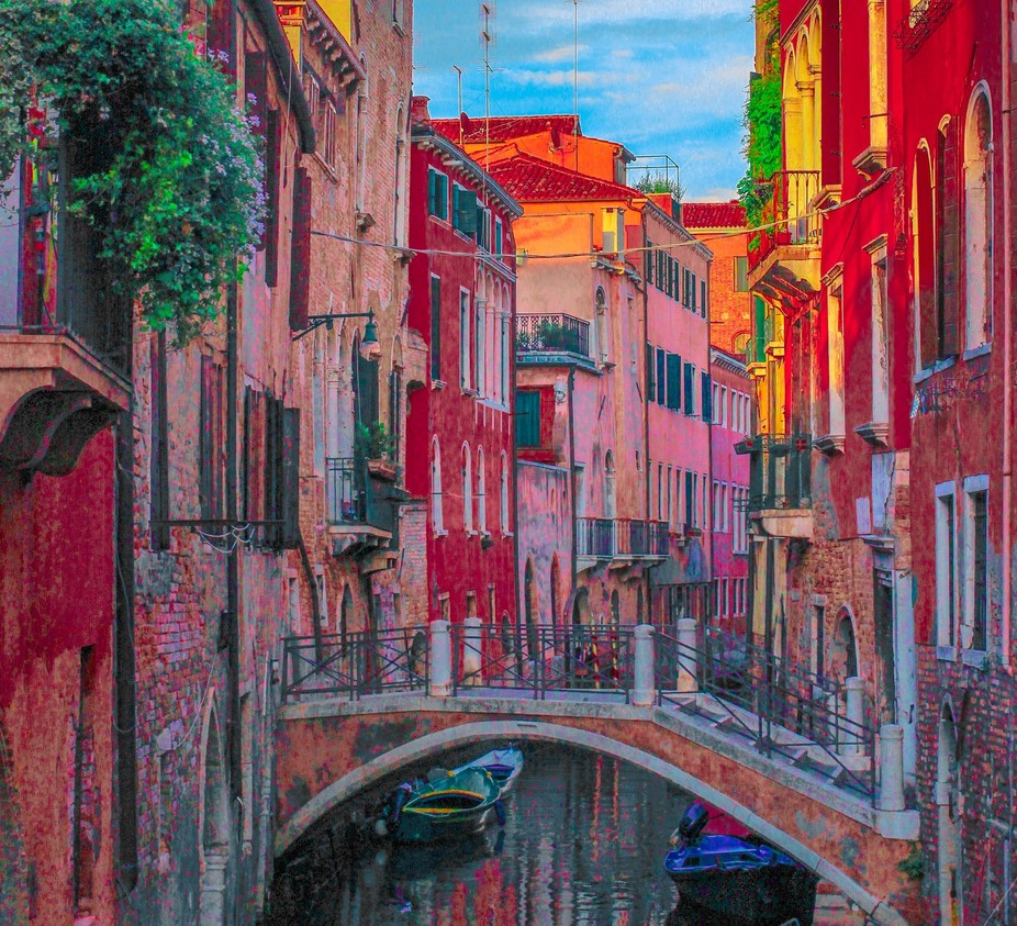 A capture of a colorful Venetian neighborhood and a picturesque crossing over the canal.