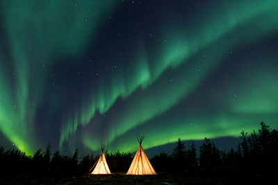 Aurora curtain over the Teepee