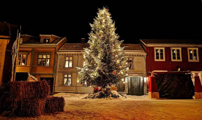 Christmas spirit by janhelge - Holiday Lights Photo Contest 2017