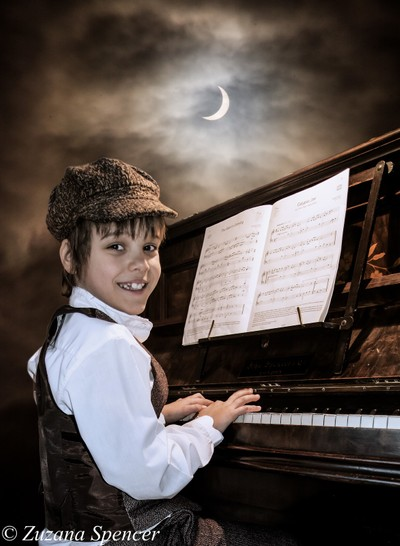 Solar Eclipse Piano Player