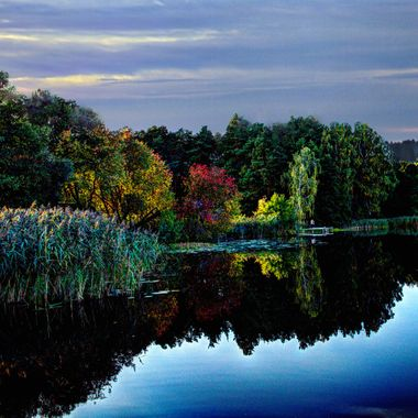 Lithuania Nepreksta red leaves & lake