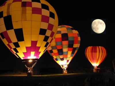 balloon_trio_and_moon