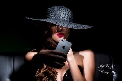 Noir Selfie, Classy Style