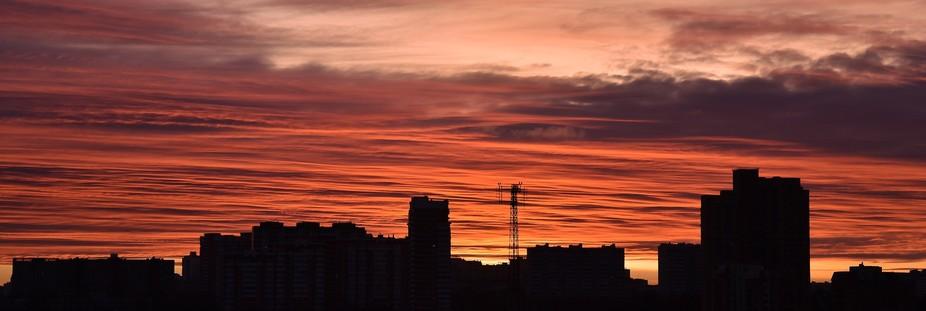 Город. Утро.