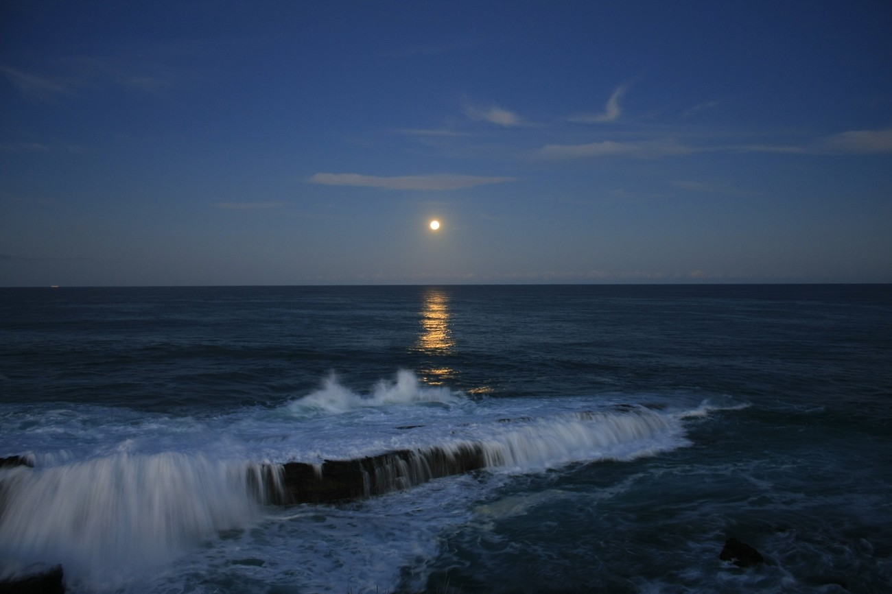Moonrise over the ocean taken at Penguin Head Culburra NSW