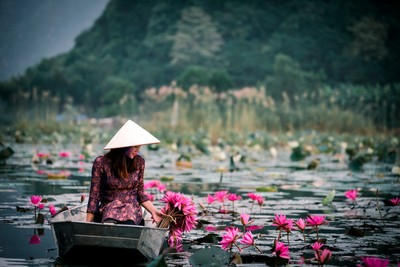 Vietnamese beauty at Yen stream