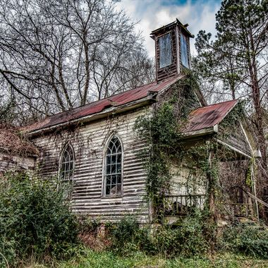This is an old Episcopal church in the town of Peak, South Carolina.  It was last used as a church in the 1920's.