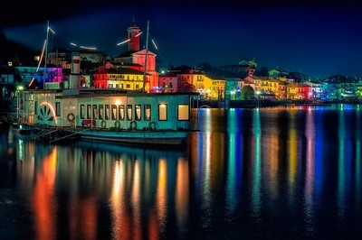 Lights and colors on the water