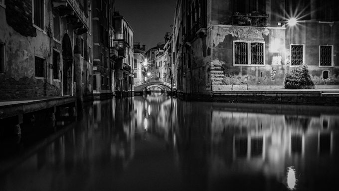 Venedig052-1 by frankrommerskirchen - Playing With Light Photo Contest