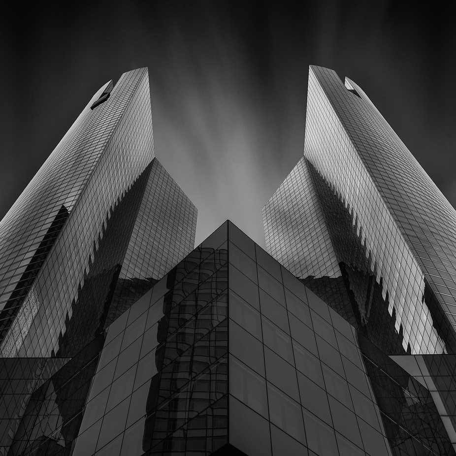 0077-La Defense N&B-1 by bertrandchombart - Black And White Wow Factor Photo Contest