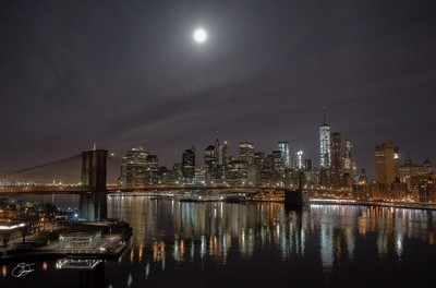 oyaMAM_20151225-053759 - Christmas Moon Over Lower Manhattan