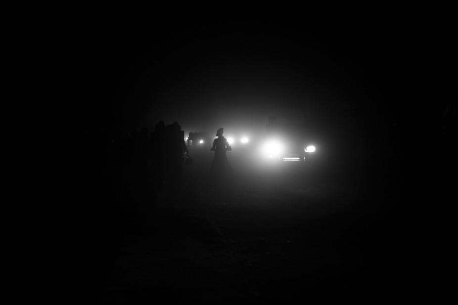 Kaolack, Sénégal, Afrique de l'Ouest. Dans la nuit froid et dans une ville agitée ou ...