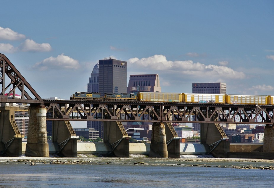 CSX 8873 at L&I bridge D 08-02-15