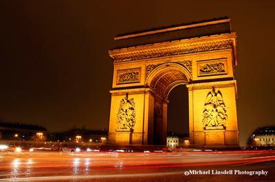 Arc-de-Triomphe-at-night,-Paris,-France