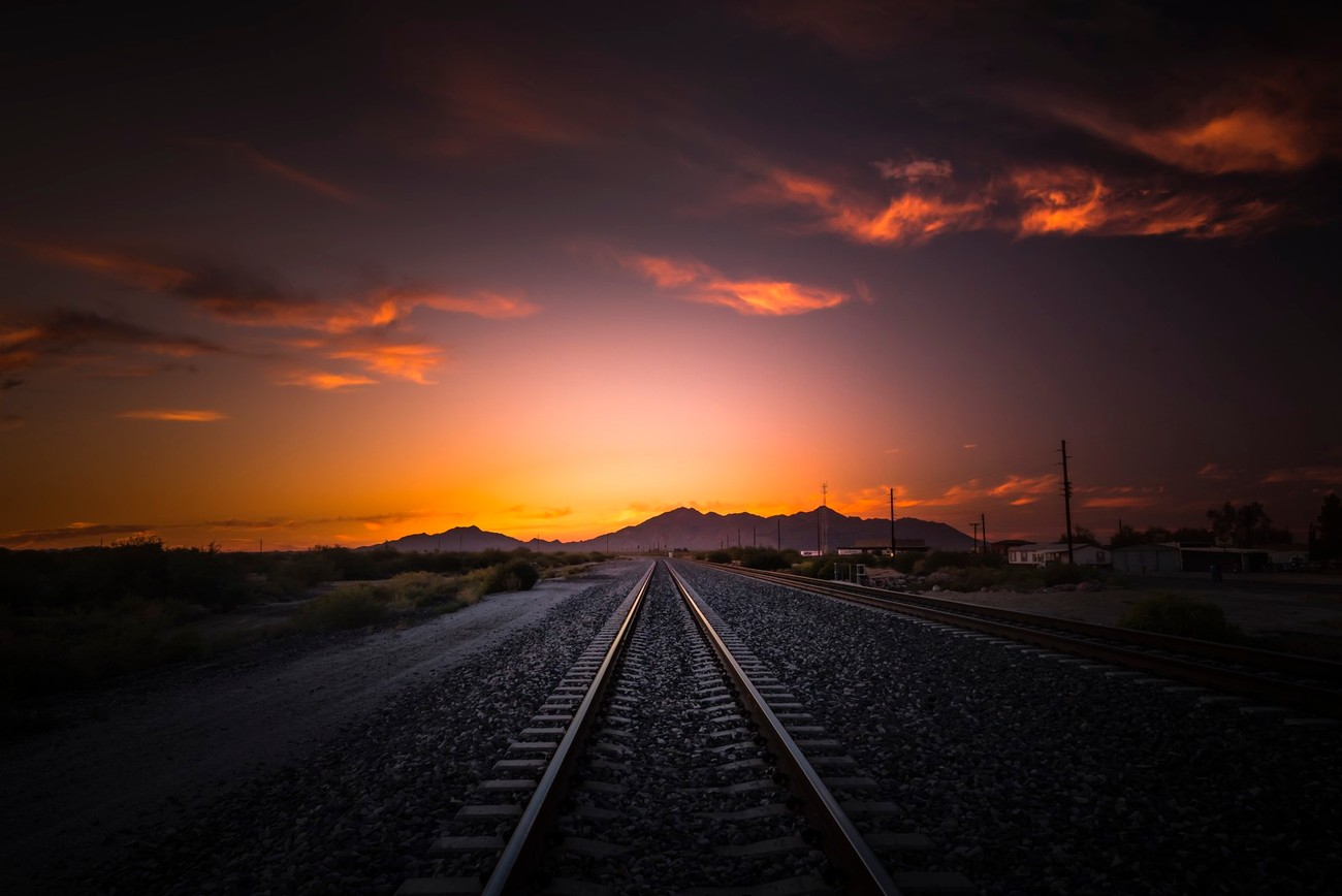 22+ Empty Railways Photographed In Inspiring Ways
