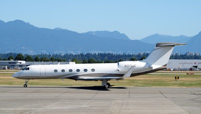 P8010032 This Gulfstream V Taxis Away At YVR