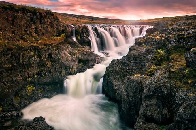 Kolugljufur waterfall by madspeteriversen