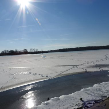 sun & ice on the reservoir