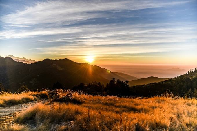 Sunrise from Poon hill (3210m) by dvanipenta