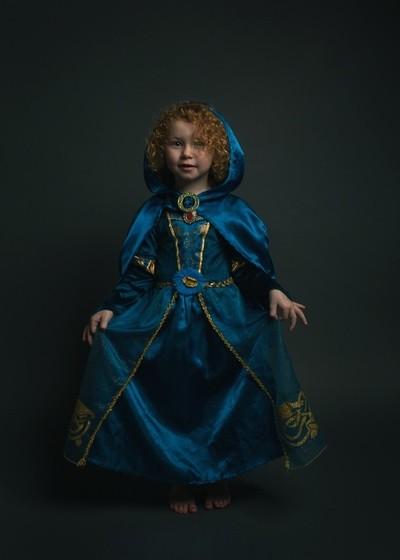Emilia the Princess curtsy