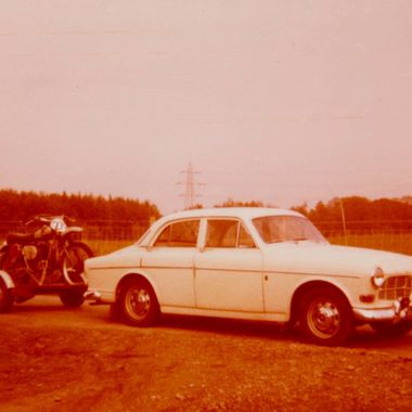 Volvo121 with Husky CR360 in tow