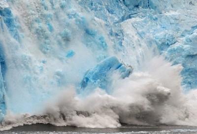 Meare's Glacier Calving Creates a Tidal Wave