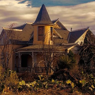 Victorian architecture located in the unlikely town of Lake Arthur, New Mexico.  There are no lakes anywhere near Lake Arthur!
