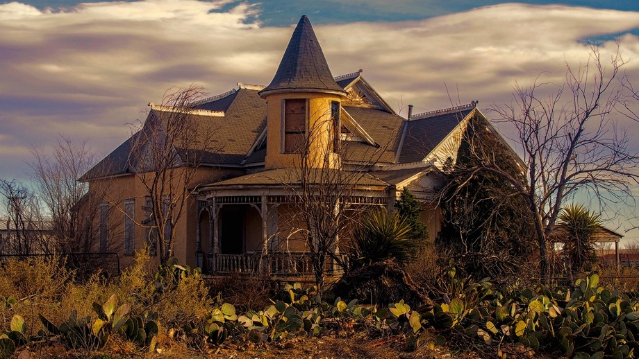 Victorian architecture located in the unlikely town of Lake Arthur, New Mexico.  There are no lak...