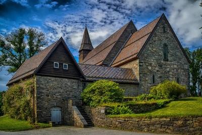 Fana Kirke