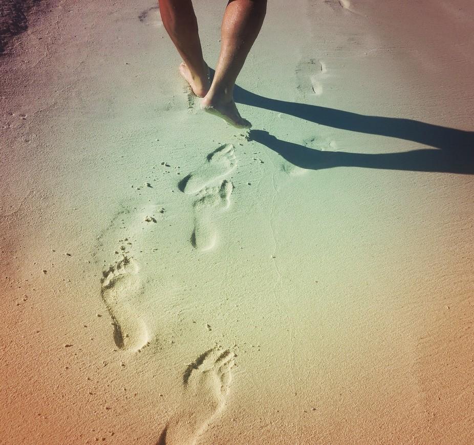 Walking in the beaches of aruba