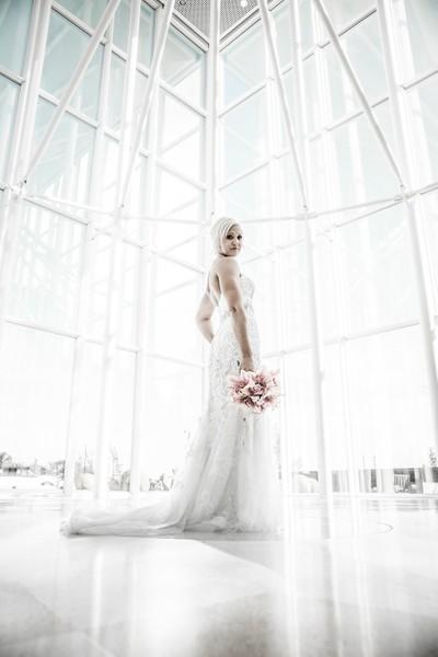 Bride in White Cube
